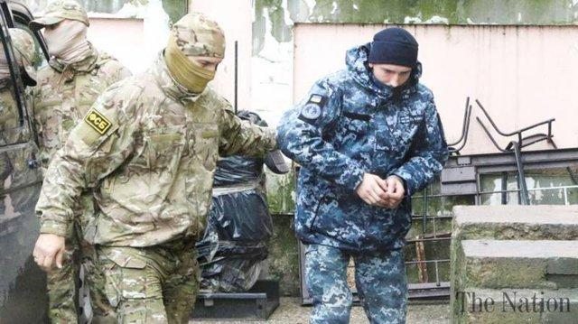 پخش اعترافات ملوانان اوکراینی دستگیر شده در تلویزیون روسیه، ادامه واکنش ها و تنش ها