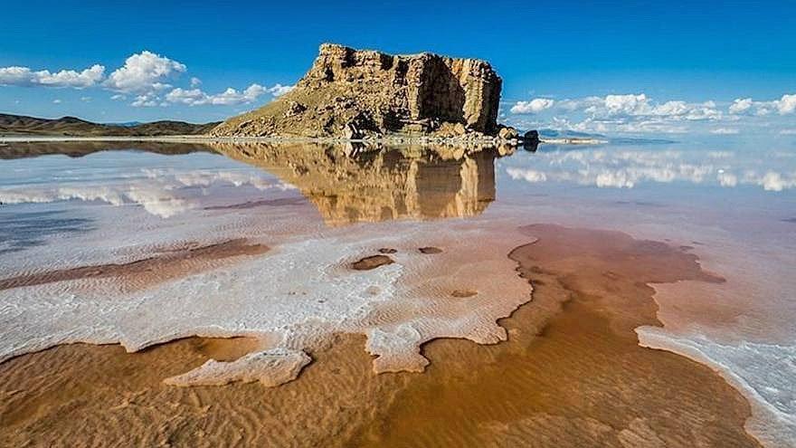 تراز آب دریاچه ارومیه همچنان فرایند کاهش دارد